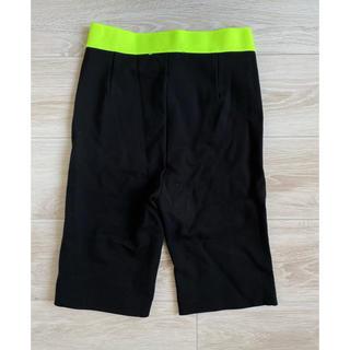 ザラ(ZARA)のZARA ショートストレッチパンツ ブラック ハーフパンツ ジョギングパンツ(ハーフパンツ)