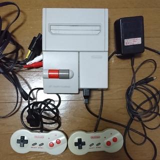 ファミリーコンピュータ(ファミリーコンピュータ)のニューファミコン+カセット28個付き(家庭用ゲームソフト)