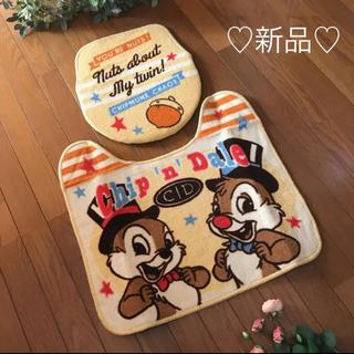 ディズニー(Disney)の新品♥ディズニー チップとデール トイレマット カバー セット(トイレマット)