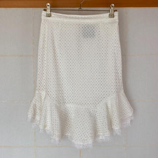 デイシー(deicy)のホワイトレーススカート(ひざ丈スカート)