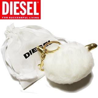 ディーゼル(DIESEL)のDiesel ファーチャーム キーホルダー ホワイト×ゴールド金具(チャーム)