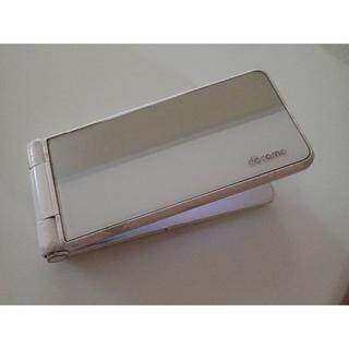 エヌティティドコモ(NTTdocomo)のP-01F docomo ホワイト 中古品 リサイクル品(携帯電話本体)