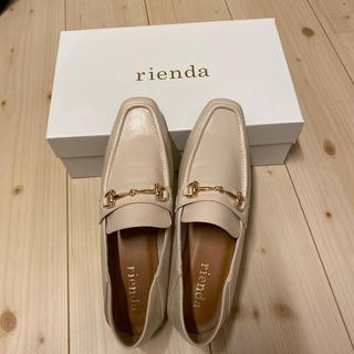 リエンダ(rienda)の破格新品今期のriendaの白のローファー(ローファー)