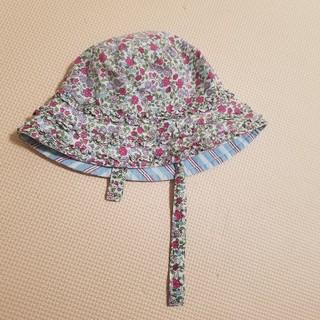 ベビーギャップ(babyGAP)のベビー帽子 あご紐つき babygap ベビーギャップ リバティ 花柄 女の子(帽子)