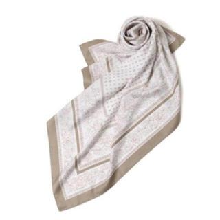 スタディオクリップ(STUDIO CLIP)の89×90大判スカーフ (グレージュ)(バンダナ/スカーフ)