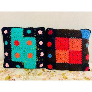 【ハンドメイド】毛糸で編んだクッション 2点セット(その他)