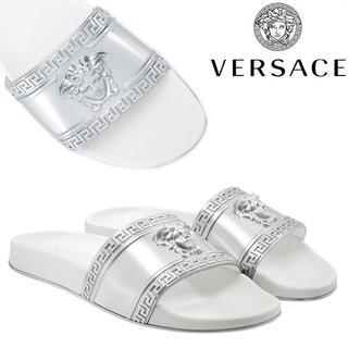 ヴェルサーチ(VERSACE)の専用VERSACE ホワイト×シルバー ロゴモチーフ スライド サンダル 44(サンダル)