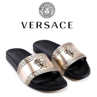 ヴェルサーチ(VERSACE)の3 VERSACE ブラック×ゴールド ロゴモチーフ スライド サンダル 43(サンダル)