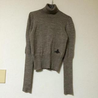 ヴィヴィアンウエストウッド(Vivienne Westwood)のヴィヴィアン❤︎オーブ刺繍タートルニット(ニット/セーター)