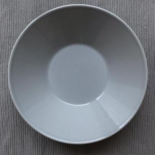 イッタラ(iittala)のiittala 21.5㎝ グレー深皿(食器)