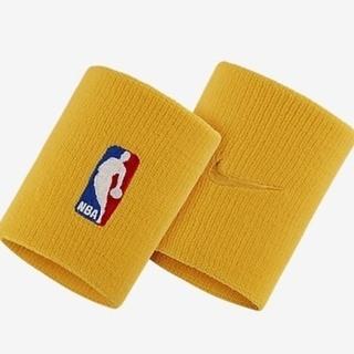 ナイキ(NIKE)の新品 NIKE ナイキ NBA wristbands リストバンド イエロー(バングル/リストバンド)