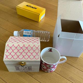 リトルミー(Little Me)の新品 ムーミン ミー 花柄マグカップ 木製ハウス付き 小物入れ(グラス/カップ)