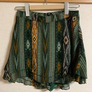 オキラク(OKIRAKU)のエスニック柄ショートパンツ(巻きスカート風)(ショートパンツ)