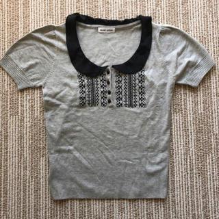 イセタン(伊勢丹)の半袖 ニット サテン テーラー グレー 黒 ブラック 刺繍 婦人服(ニット/セーター)