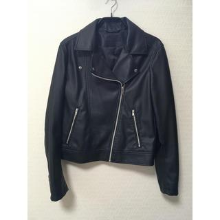 ユニクロ(UNIQLO)のUNIQLO ユニクロ ライダースジャケット 黒(ライダースジャケット)