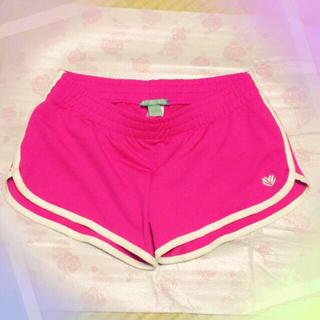 フォーエバートゥエンティーワン(FOREVER 21)の新宿 フォーエバー21 トレーニングウェア ショートパンツ 下 原色ピンク(ショートパンツ)