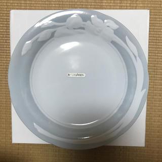 イヴサンローランボーテ(Yves Saint Laurent Beaute)の【イヴ・サンローラン】大皿27センチ(新品未使用)(食器)