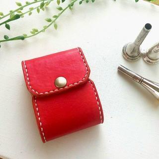 【受注製作】綺麗な赤の牛ヌメ革のホルン用マウスピースケースR(3本入れ)プレ(ホルン)