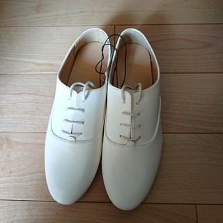 ジーユー(GU)の新品☆GU☆マニッシュシューズ白L(ローファー/革靴)