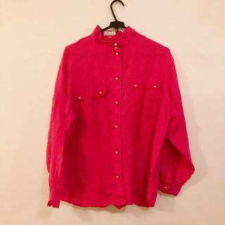 アンジェラス(ANGELUS)のパールボタンのピンクサテンTシャツ(シャツ/ブラウス(長袖/七分))