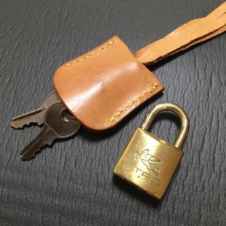 エトロ(ETRO)のETRO エトロ カデナ&キー&クロシェット パドロック 鍵 南京錠 ゴールド(キーホルダー)