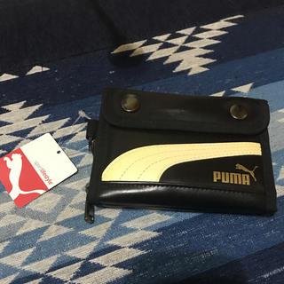 プーマ(PUMA)の★出品★プーマ★二つ折り財布★黒地にベージュライン(折り財布)