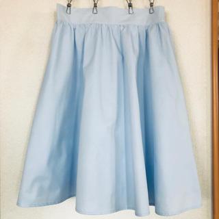 スピンズ(SPINNS)のスピンズ スカート 膝丈 水色 サックス Mサイズ(ひざ丈スカート)