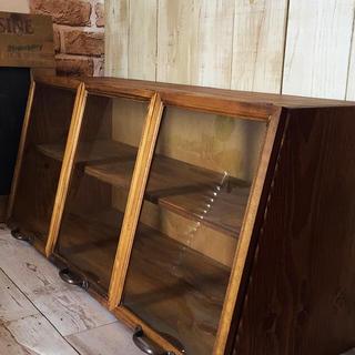 お家カフェ ガラス3枚扉ショーケース 背板付き(家具)