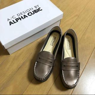アルファキュービック(ALPHA CUBIC)の新品箱付!ALPHA CUBIC 軽量エナメルコインローファー。22.5cm(ローファー/革靴)