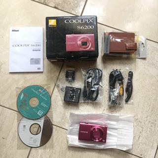 ニコン(Nikon)のNikon ニコン◇新品 デジカメ S6200 レザーケース付(コンパクトデジタルカメラ)