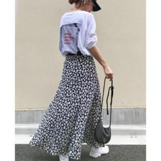 インスタでも大人気♡フラワープリント♡ロングスカート♡大人可愛いモノクロカラー(ロングスカート)