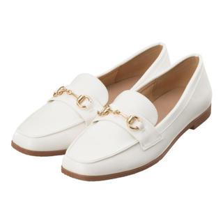 ジーユー(GU)のビットローファー ホワイト(ローファー/革靴)