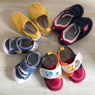 ニシマツヤ(西松屋)の子供 靴 4足セット+ブーツ1足、ドナルドコスプレに(スニーカー)