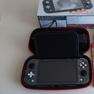 ニンテンドースイッチ(Nintendo Switch)のNintendo Switch Lite 本体 グレー   ケース付き(携帯用ゲーム機本体)
