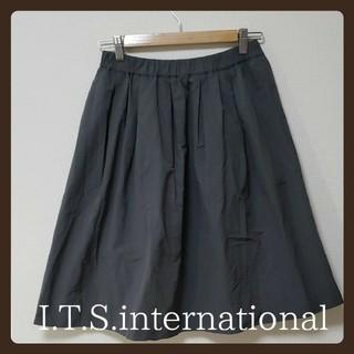 イッツインターナショナル(I.T.'S.international)のI.T.S. international  ひざ丈  タックスカート(ひざ丈スカート)