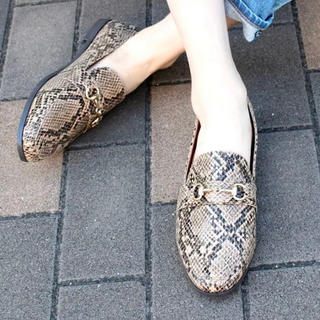 ローリーズファーム(LOWRYS FARM)の新品未使用 ローファー パイソン 茶色 M(ローファー/革靴)