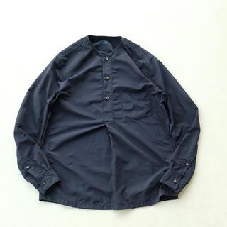 イッティービッティー(ITTY BITTY)の[ITTY BITTY] ノーカラープルオーバーシャツ 1LDK bshop(シャツ)