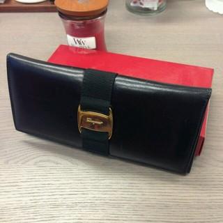 サルヴァトーレフェラガモ(Salvatore Ferragamo)のフェラガモ ヴァラ金具 レザー 長財布(財布)