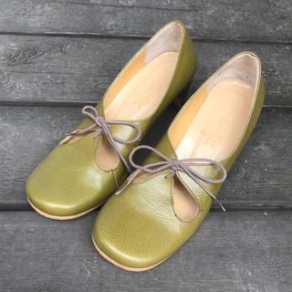 アシナガオジサン(あしながおじさん)の若草色 ローファー パンプス(ローファー/革靴)