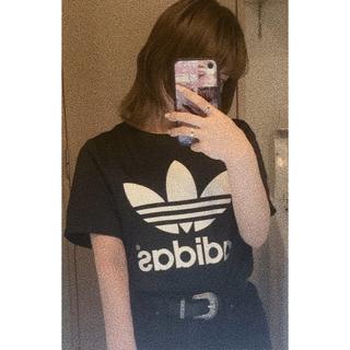 アディダス(adidas)のadidas ショート丈 Tシャツ(Tシャツ(半袖/袖なし))