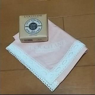 ロクシタン(L'OCCITANE)の1450新品ロクシタン化粧石鹸&ハンカチ(その他)