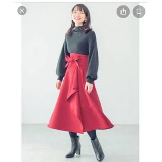 ハコ(haco!)のサッシュベルト付きフレアースカート ブラックとレッド(ロングスカート)