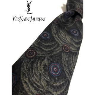 イヴサンローランボーテ(Yves Saint Laurent Beaute)の美品 イヴ・サンローラン ネクタイ ブラック系 柄物 シルク 仕事 結婚式 式典(ネクタイ)