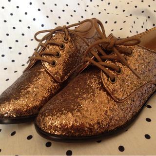 フォーエバートゥエンティーワン(FOREVER 21)の個性派 ゴールド シューズ 靴(スニーカー)