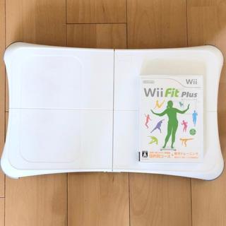 ウィー(Wii)のWii Fit Plus + バランスWiiボード(家庭用ゲーム機本体)