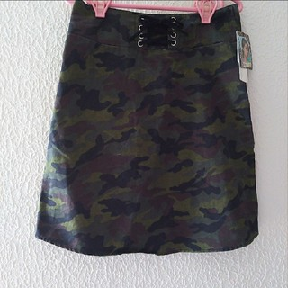 シマムラ(しまむら)の新品 しまむら レースアップ 迷彩柄 台形 スカート♥L GRL(ミニスカート)