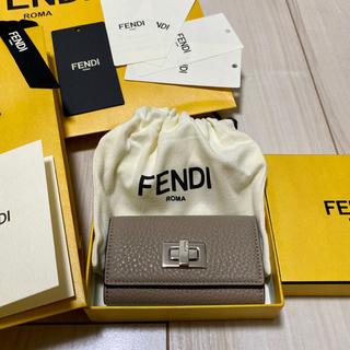 フェンディ(FENDI)のFENDI キーケース 新品 グレージュ(キーケース)