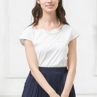 トッカ(TOCCA)のTOCCA カットソー XS Tシャツ 半袖 スカラップ ホワイト(Tシャツ(半袖/袖なし))