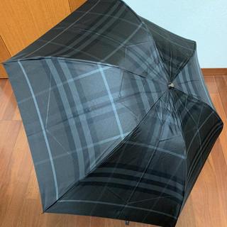バーバリー(BURBERRY)の未使用 バーバリー 定番チェック 折り畳み傘 黒系のお色(傘)