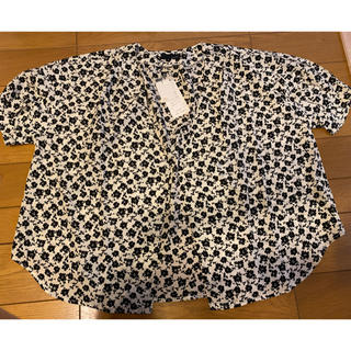 エージープラス(a.g.plus)の花柄のシャツとスカーフ(シャツ/ブラウス(半袖/袖なし))